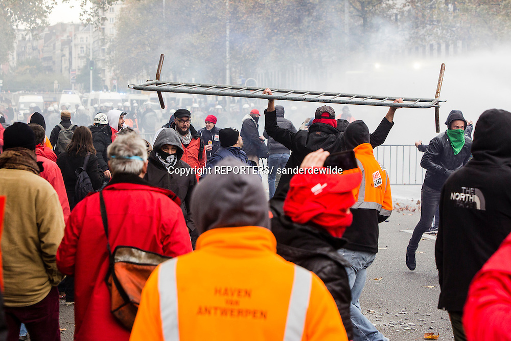 Brussels Belgium. 6 November 2014  About110.000 people were in the streets  today to protest against austerity measures proposed by the new Government of Belgium. This is the biggest demonstration of the last decade.Harborworkers attacking the military police. REPORTERS/ sanderdewilde