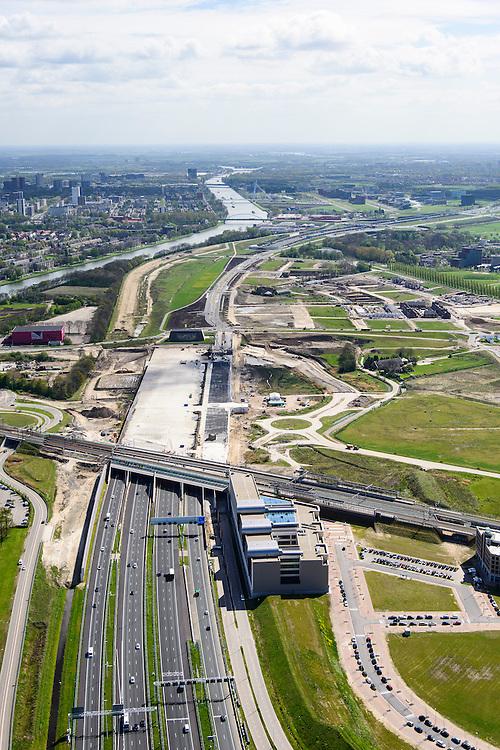 Nederland, Utrecht, Utrecht, 09-04-2014; Rijksweg A2 en de noordelijke ingang van de Leidsche Rijntunnel, een landtunnel die de verkeersoverlast, luchtvervuiling en geluidsoverlast voor Utrecht en de Vinexwijk Leidsche Rijn moet verminderen. Direct na de spoorlijn is het betonnen dak van de tunnel zichtbaar, hier moet een park op komen.<br /> Links het Amsterdam-Rijnkanaal met de stad Utrecht. <br /> Roadway A2 and the southern entrance to the tunnel Leidsche Rijn, a landtunnel built to decrease the nuisance of traffic noise and air pollution for the city of Utrecht and the suburb Leidsche Rijn . Right the Amsterdam-Rhine Canal and the city of Utrecht.<br /> luchtfoto (toeslag op standaard tarieven); aerial photo (additional fee required); copyright foto/photo Siebe Swart.