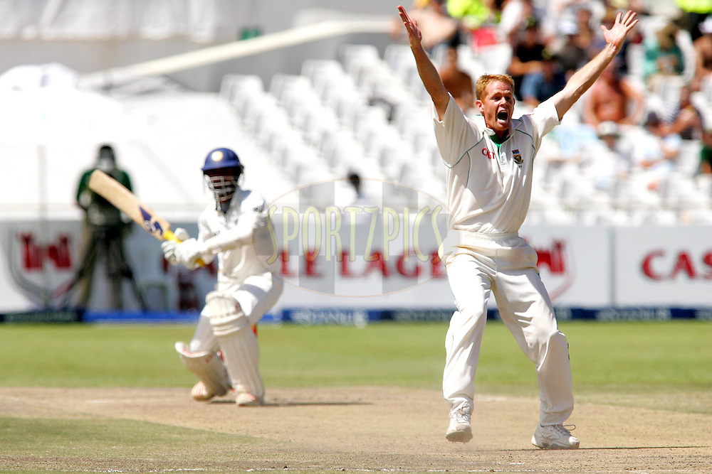 WESTERN CAPE, SOUTH AFRICA - 5th January 2007, Shaun Pollock appeals for the wicket of Dinesh Karthik during day 4 of the third test between South Africa and India held at Newlands Stadium, Cape Town...Photo by RG/Sportzpics.net..