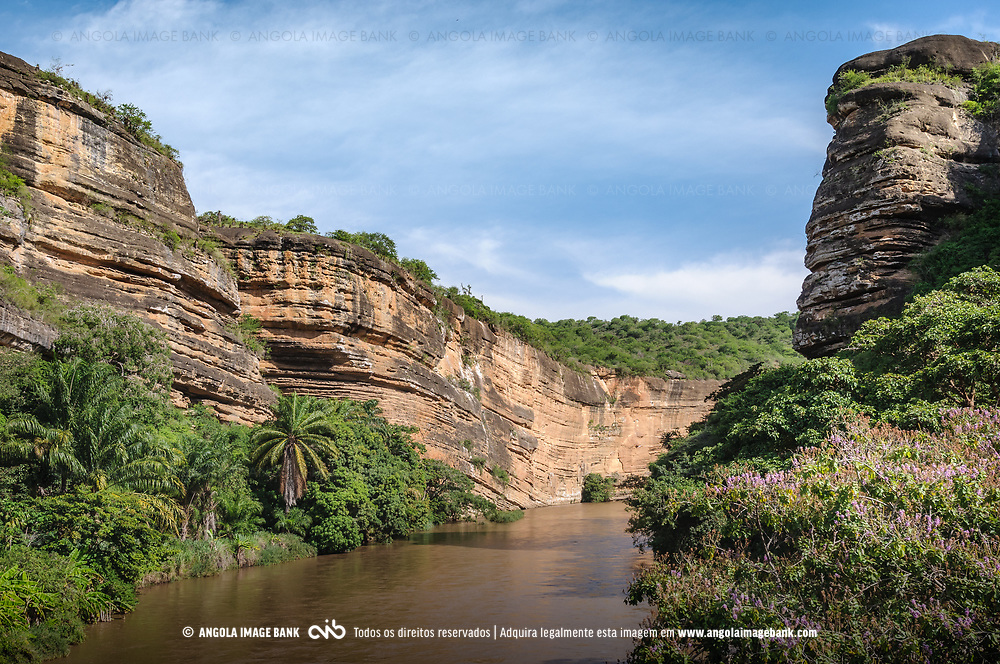 Garganta do rio Quicombo (Kikombo) perto da cidade do Sumbe. Kwanza Sul, Angola