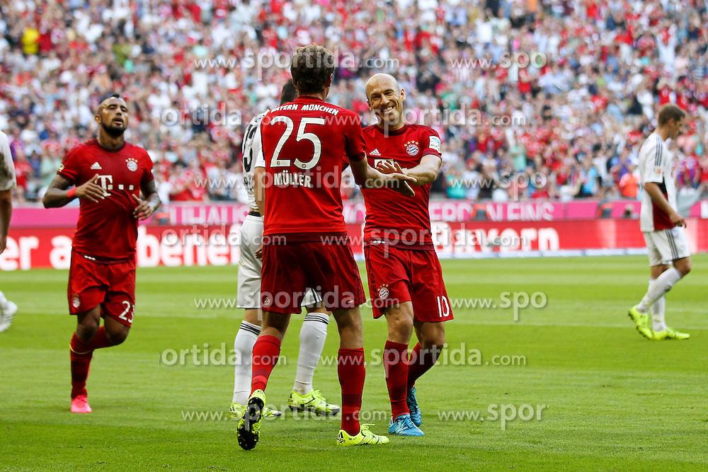 29.08.2015, Allianz Arena, Muenchen, GER, 1. FBL, FC Bayern Muenchen vs Bayer 04 Leverkusen, 3. Runde, im Bild l-r: Torjubel von Thomas Mueller #25 (FC Bayern Muenchen) und Arjen Robben #10 (FC Bayern Muenchen) // during the German Bundesliga 3rd round match between FC Bayern Munich and Bayer 04 Leverkusen at the Allianz Arena in Muenchen, Germany on 2015/08/29. EXPA Pictures &copy; 2015, PhotoCredit: EXPA/ Eibner-Pressefoto/ Kolbert<br /> <br /> *****ATTENTION - OUT of GER*****