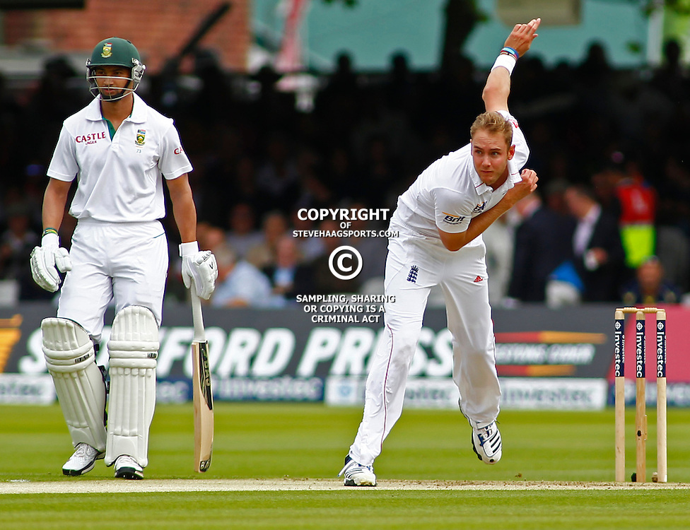16/08/2012 London, England. England's Stuart Broad bowling during the third Investec cricket international test match between England and South Africa, played at the Lords Cricket Ground: Mandatory credit: Mitchell Gunn