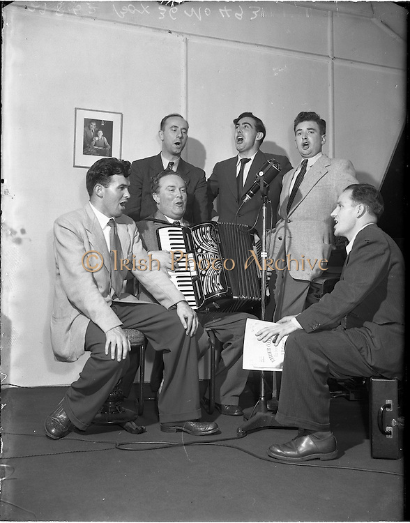 "29/08/1952<br /> 08/28/1952<br /> 29 August 1952<br /> ""Music Makers"" recording for  United States, at Peter Hunt's studio 130 St. Stephens Green, Dublin."