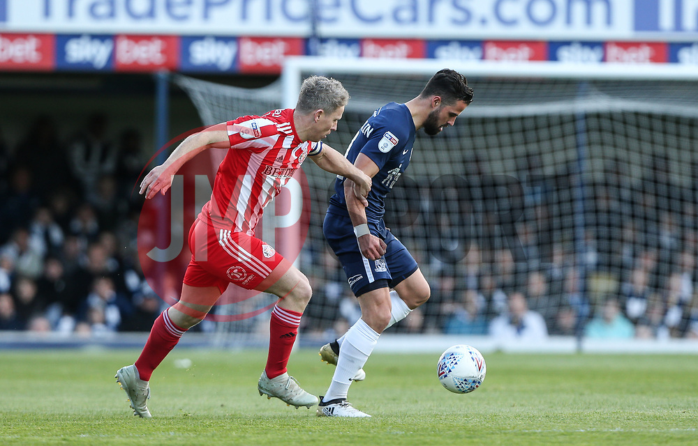 Stephen McLaughlin of Southend United holds off a challenge from Grant Leadbitter of Sunderland - Mandatory by-line: Arron Gent/JMP - 04/05/2019 - FOOTBALL - Roots Hall - Southend-on-Sea, England - Southend United v Sunderland - Sky Bet League One