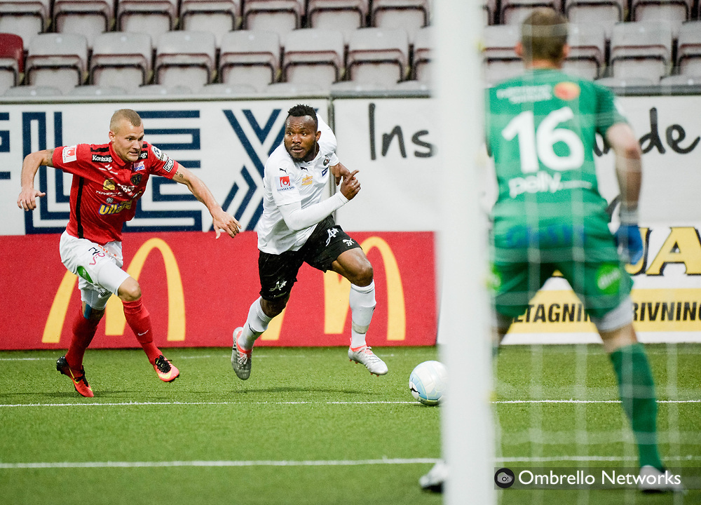 ÖREBRO, SWEDEN - AUGUST 28: Michael Junior Omoh of Örebro SK & Thomas Juel-Nielsen of Falkenbergs FF during the Allsvenskan match between Örebro SK & Falkenbergs FF at Behrn Arena on August 28, 2016 in Örebro, Sweden. Foto: Pavel Koubek/Ombrello