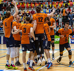 13-04-2019 NED: Achterhoek Orion - Draisma Dynamo, Doetinchem<br /> Orion win the fourth set and play the final round against Lycurgus. Dynamo won 2-3 / Twan Wiltenburg #9 of Orion, Shalev Saada #5 of Orion, Yordan Peev #3 of Orion, Steven Mcdonald #12 of Orion