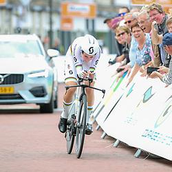28-08-2018: Wielrennen: Ladies Tour: Arnhem <br /> Annemiek van Vleuten heeft de openingstijdrit van de Boels Ladies Tour gewonnen.<br /> De wereldkampioene tijdrijden was maar liefst zeven tellen sneller dan Anna van der Breggen. Ellen van Dijk werd derde.