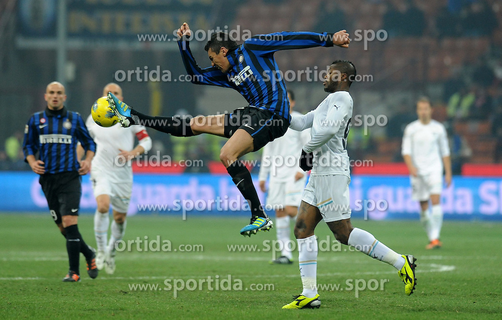 22.01.2012, Stadion Giuseppe Meazza, Mailand, ITA, Serie A, Inter Mailand vs Lazio Rom, 19. Spieltag, im Bild LUCIO (Inter), Djibril CISSE (Lazio), the football match of Italian 'Serie A' league, 19th round, between Inter Mailand and Lazio Rom at Stadium Giuseppe Meazza, Milan, Italy on 2012/01/22. EXPA Pictures © 2012, PhotoCredit: EXPA/ Insidefoto/ Alessandro Sabattini..***** ATTENTION - for AUT, SLO, CRO, SRB, SUI and SWE only *****