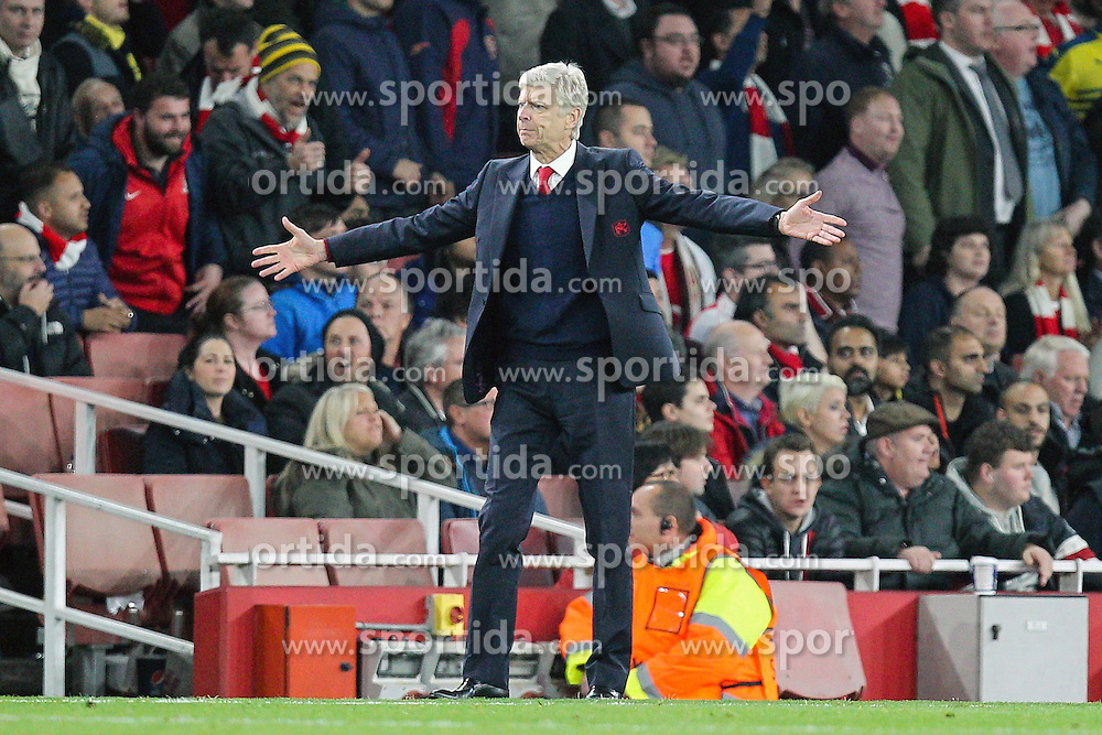 20.10.2015, Emirates Stadium, London, ENG, UEFA CL, FC Arsenal vs FC Bayern Muenchen, Gruppe F, im Bild Chef-Trainer Arsene Wenger (FC Arsenal London) // during UEFA Champions League group F match between Arsenal FC and FC Bayern Munich at the Emirates Stadium in London, Great Britain on 2015/10/20. EXPA Pictures &copy; 2015, PhotoCredit: EXPA/ Eibner-Pressefoto/ Kolbert<br /> <br /> *****ATTENTION - OUT of GER*****
