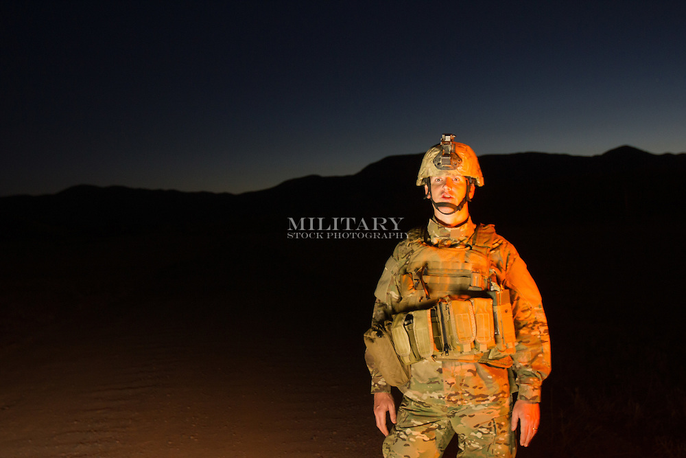 STOCK PHOTOGRAPH OF SOLDIER IN DESERT.  IMAGE MEETS US DoD REQUIREMENTS FOR ADVERTISING USE