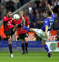 Photo: Richard Lane, Digitalsport<br /> Leicester City v Manchester United. Barclaycard Premiership. 27/09/2003.<br /> Ryan Giggs and Riccardo Scimeca challenge for the ball.