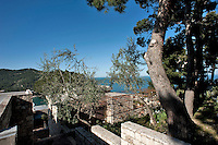 Pugnochiuso, Gargano Aprile 2013.Villa sul mare suddivisa in appartamenti
