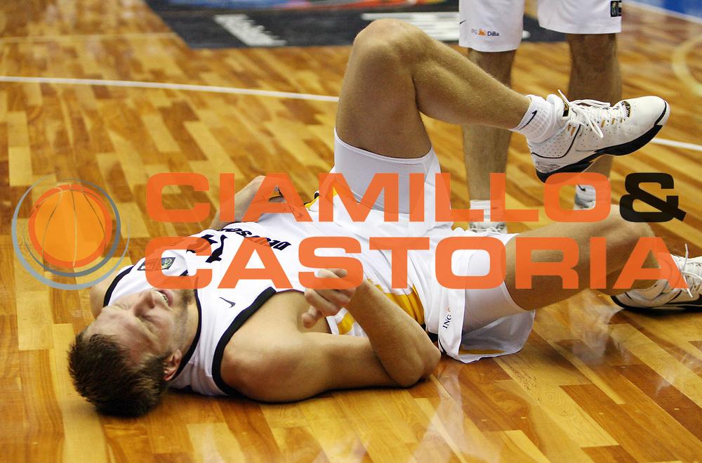 DESCRIZIONE : Hiroshima Giappone Japan Men World Championship 2006 Campionati Mondiali Germany-Japan <br /> GIOCATORE : Nowitzki<br /> SQUADRA : Germany Germania <br /> EVENTO : Hiroshima Giappone Japan Men World Championship 2006 Campionato Mondiale Germany-Japan <br /> GARA : Germany Japan Germania Giappone <br /> DATA : 19/08/2006 <br /> CATEGORIA : Infortunio<br /> SPORT : Pallacanestro <br /> AUTORE : Agenzia Ciamillo-Castoria/T.Wiedensohler <br /> Galleria : Japan World Championship 2006<br /> Fotonotizia : Hiroshima Giappone Japan Men World Championship 2006 Campionati Mondiali Germany-Japan <br /> Predefinita :