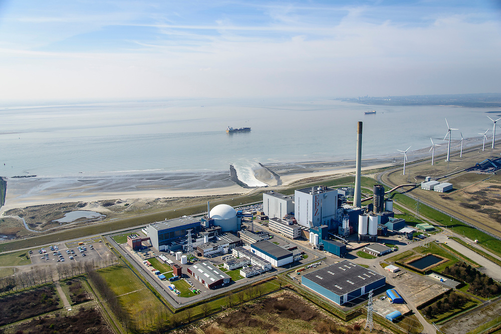 Nederland, Zeeland, Vlissingen, 01-04-2016; Sloehavengebied met kerncentrale Borssele aan de Westerschelde.<br /> Borssele nuclear power station on shore of the Westerschelde.<br /> <br /> luchtfoto (toeslag op standard tarieven);<br /> aerial photo (additional fee required);<br /> copyright foto/photo Siebe Swart