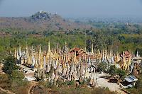 Myanmar (Birmanie), état Shan, lac Inle, village de Inn Dein, Shwe Inn Thein et ses 1045 stupas du XVIIe siècle // Myanmar (Burma), Shan state, Inle lake, Inn Dein village, the 1045 stupa of Shwe Inn Thein