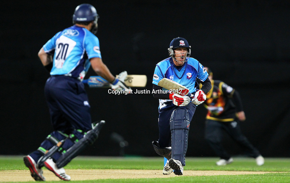 Aces' Lou Vincent in action during the 2012/2013 HRV Cup Twenty20 session. Wellington Firebirds v Auckland Aces at Westpac Stadium, Wellington, New Zealand on Friday 16 November 2012. Photo: Justin Arthur / photosport.co.nz