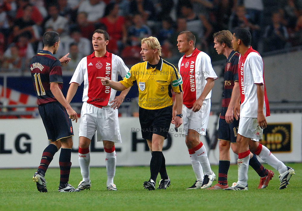 04-08-2007 VOETBAL: LG AMSTERDAM TOURNAMENT: AJAX - ARSENAL: AMSTERDAM<br /> Ajax verliest met 1-0 van Arsenal / Opstootje tussen Robin van Persie en Thomas Vermaelen<br /> ©2007-WWW.FOTOHOOGENDOORN.NL