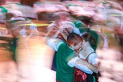 12.01.2018, Hofburg, Wien, AUT, Steirerball, im Bild ein Feature mit einem Paar und tanzenden Jungdamen und Jungherren // during the Styrian Ball in the Hofburg, Vienna, Austria on 2018/01/12, EXPA Pictures © 2017, PhotoCredit: EXPA/ Martin Huber