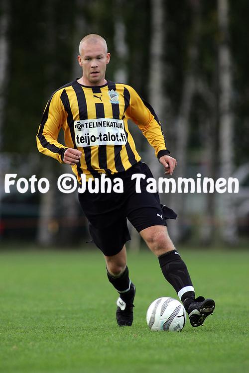 27.08.2005, Tapiola, Espoo, Finland..Ykk?nen, FC Honka v Kokkolan Pallo-Veikot.Timo Nyb?ck - Honka.©Juha Tamminen.....ARK:k