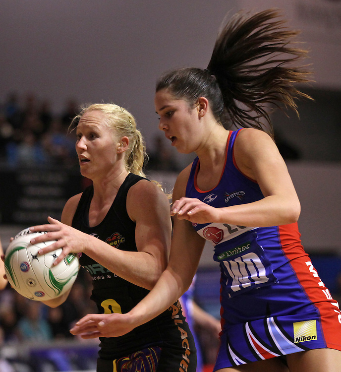 Mystics' Kayla Cullen challenges Magic's Laura Langman in round 12 of the 2012 ANZ Netball Championship, Trusts Stadium, Auckland, New Zealand, Sunday, June 17, 2012.  Credit:SNPA / David Rowland