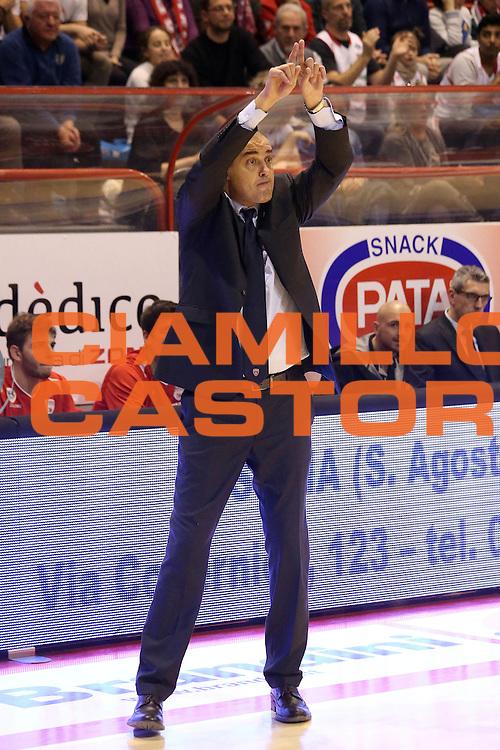 DESCRIZIONE : Campionato 2015/16 Giorgio Tesi Group Pistoia - Openjobmetis Varese<br /> GIOCATORE : Moretti Paolo<br /> CATEGORIA : Allenatore Coach Mani<br /> SQUADRA : Giorgio Tesi Group Pistoia<br /> EVENTO : LegaBasket Serie A Beko 2015/2016<br /> GARA : Giorgio Tesi Group Pistoia - Openjobmetis Varese<br /> DATA : 13/12/2015<br /> SPORT : Pallacanestro <br /> AUTORE : Agenzia Ciamillo-Castoria/S.D'Errico<br /> Galleria : LegaBasket Serie A Beko 2015/2016<br /> Fotonotizia : Campionato 2015/16 Giorgio Tesi Group Pistoia - Openjobmetis Varese<br /> Predefinita :