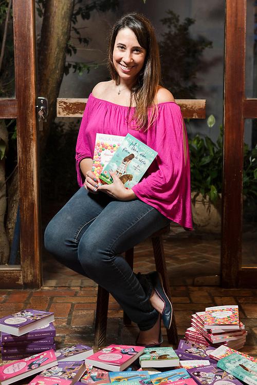 Belo Horizonte_MG, Brasil.<br /> <br /> Retrato da escritora Paula Pimenta.<br /> <br /> Portrait of the writter Paula Pimenta.<br /> <br /> Foto: RAFAEL MOTTA / NITRO