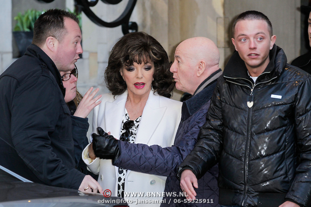 NLD/Amsterdam/20120421 - Joan Collins verlaat haar hotel voor de laatste show,