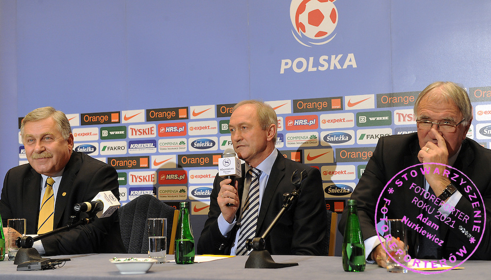 (L) JERZY ENGEL & (C) FRANCISZEK SMUDA NEW COACH POLISH NATIONAL TEAM & (R) ANTONI PIECHNICZEK DURING PRESS CONFERENCE IN SHERATON HOTEL IN WARSAW, POLAND...POLAND , WARSAW , NOVEMBER 4, 2009..( PHOTO BY ADAM NURKIEWICZ / MEDIASPORT )..PICTURE ALSO AVAIBLE IN RAW OR TIFF FORMAT ON SPECIAL REQUEST.