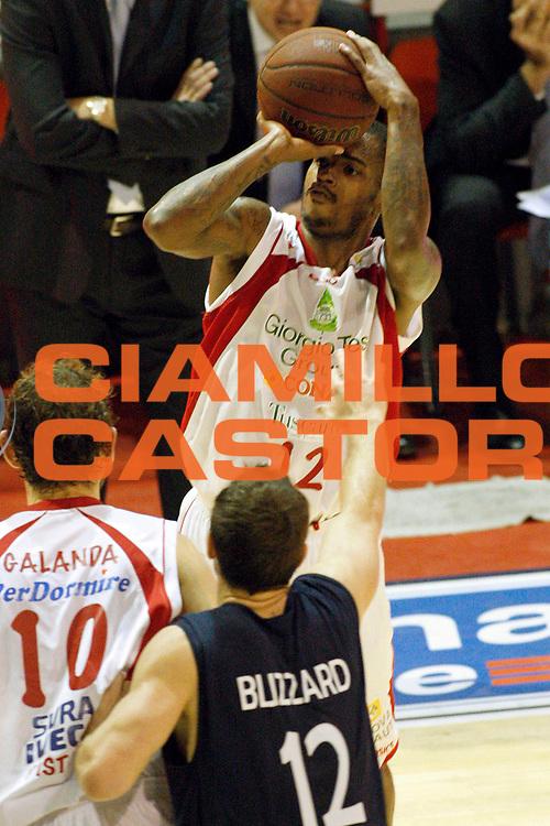DESCRIZIONE : Pistoia Lega A2 2011-12 Giorgio Tesi Group Pistoia Conad Fortitudo Nologna<br /> GIOCATORE : Hardy Dwight <br /> SQUADRA : Giorgio Tesi Group Pistoia<br /> EVENTO : Campionato Lega A2 2011-2012<br /> GARA : Giorgio Tesi Group Pistoia Conad Fortitudo Nologna<br /> DATA : 23/10/2011<br /> CATEGORIA : Tiro<br /> SPORT : Pallacanestro<br /> AUTORE : Agenzia Ciamillo-Castoria/Stefano D'Errico<br /> Galleria : Lega Basket A2 2011-2012 <br /> Fotonotizia : Pistoia Lega A2 2011-2012 Giorgio Tesi Group Pistoia Conad Fortitudo Nologna<br /> Predefinita :
