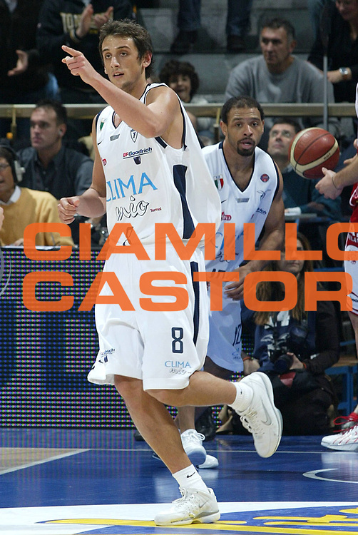 DESCRIZIONE : Bologna Lega A1 2005-06 Climamio Fortitudo Bologna Armani Jeans Milano <br /> GIOCATORE : Belinelli <br /> SQUADRA : Climamio Fortitudo Bologna <br /> EVENTO : Campionato Lega A1 2005-2006 <br /> GARA : Climamio Fortitudo Bologna Armani Jeans Milano <br /> DATA : 20/11/2005 <br /> CATEGORIA : Esultanza <br /> SPORT : Pallacanestro <br /> AUTORE : Agenzia Ciamillo-Castoria/L.Villani