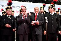 """18 OCT 2008, BERLIN/GERMANY:<br /> Franz Muentefering (L), SPD, Parteivorsitzender, und Frank-Walter Steinmeier (R), SPD, Bundesaussenminister, singen zum Abschluss des Parteitages mit dem Bergmannschor Essen die traditionelle Hymne """"Mit uns zieht die neue Zeit'"""",  ausserordentlicher Bundesparteitag der SPD, Estrell Convention-Center<br /> IMAGE: 20081018-01-386<br /> KEYWORDS: Party Congress, Parteitag, Sonderparteitag, Franz Müntefering, Chor, Bergleute"""