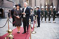 Nederland. Den Haag, 16 september 2008.<br /> Prinsjesdag.<br /> Eimert van Middelkoop, minister van Defensie, met echtgenote.<br /> Foto Martijn Beekman<br /> NIET VOOR PUBLIKATIE IN LANDELIJKE DAGBLADEN.