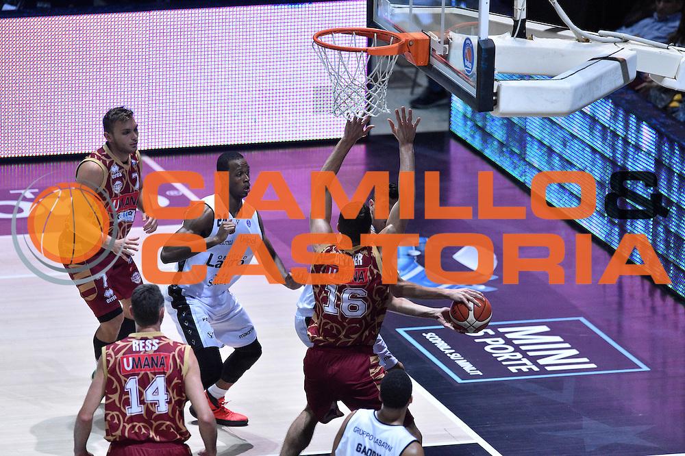 DESCRIZIONE : Bologna Lega A 2015-16 Obiettivo Lavoro Virtus Bologna - Umana Reyer Venezia<br /> GIOCATORE : Simone Fontecchio<br /> CATEGORIA : Passaggio<br /> SQUADRA : Umana Reyer Venezia<br /> EVENTO : Campionato Lega A 2015-2016<br /> GARA : Obiettivo Lavoro Virtus Bologna - Umana Reyer Venezia<br /> DATA : 04/10/2015<br /> SPORT : Pallacanestro<br /> AUTORE : Agenzia Ciamillo-Castoria/GiulioCiamillo<br /> <br /> Galleria : Lega Basket A 2015-2016 <br /> Fotonotizia: Bologna Lega A 2015-16 Obiettivo Lavoro Virtus Bologna - Umana Reyer Venezia
