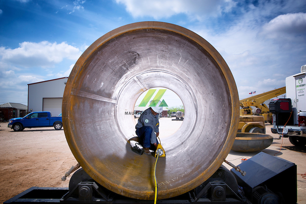 Our services are a critical step in the new construction process that enables our customers to bring new wells into production and new infrastructure online. We also provide nondestructive testing solutions at the time of new construction and throughout the in-service life of assets.