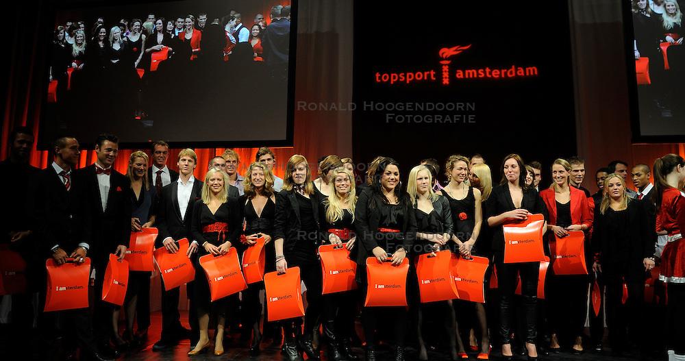 13-12-2010 ALGEMEEN: TOPSPORT GALA AMSTERDAM: AMSTERDAM<br /> In de Westergasfabriek werd het gala van de beste sportman, -vrouw, coach en ploeg gekozen / Alle kampioenen op het podium met oa. Yvonne Hak<br />  2010©2010-WWW.FOTOHOOGENDOORN.NL