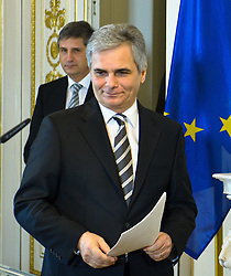 24.01.2012, Bundeskanzleramt, Wien, AUT, Bundesregierung, Sitzung des Ministerrats, im Bild  Vizekanzler und Aussenminister Michael Spindelegger und Bundeskanzler Werner Faymann // during the council of ministers, Chancellors office, Vienna, 2012-01-24, EXPA Pictures © 2012, PhotoCredit: EXPA/ M. Gruber
