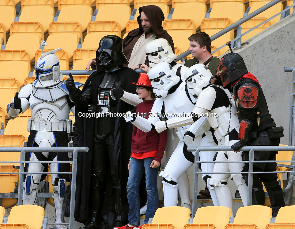 Fans, Day1, HSBC World Sevens Series, Westpac Stadium, Wellington, New Zealand. Saturday, 30 January, 2016. Copyright photo: John Cowpland / www.photosport.nz