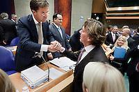 """Nederland. Den Haag, 27 oktober 2010.<br /> De Tweede Kamer debatteert over de regeringsverklaring van het kabinet Rutte.<br /> Einde debat, 23.30 uur. Kamerleden felicieren de bewindspersonen in vak K. Rutte schudt de hand van cda """" dissident """" Ad koppejan<br /> Kabinet Rutte, regeringsverklaring, tweede kamer, politiek, democratie. regeerakkoord, gedoogsteun, minderheidskabinet, eerste kabinet Rutte, Rutte1, Rutte I, debat, parlement<br /> Foto Martijn Beekman"""