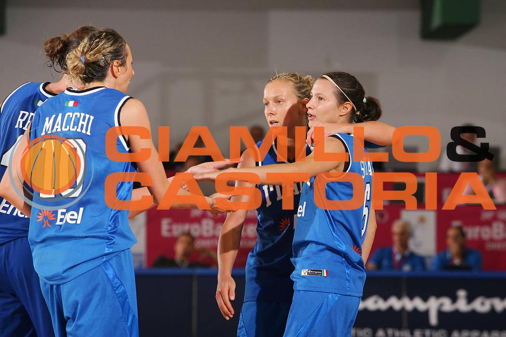 DESCRIZIONE : Chieti Italy Italia Eurobasket Women 2007 Grecia Italia Greece Italy <br /> GIOCATORE : Team Italia <br /> SQUADRA : Nazionale Italia Donne Femminile <br /> EVENTO : Eurobasket Women 2007 Campionati Europei Donne 2007<br /> GARA : Grecia Italia Greece Italy <br /> DATA : 25/09/2007 <br /> CATEGORIA : Esultanza Champion <br /> SPORT : Pallacanestro <br /> AUTORE : Agenzia Ciamillo-Castoria/S.Silvestri <br /> Galleria : Eurobasket Women 2007 <br /> Fotonotizia : Chieti Italy Italia Eurobasket Women 2007 Grecia Italia Greece Italy <br /> Predefinita :