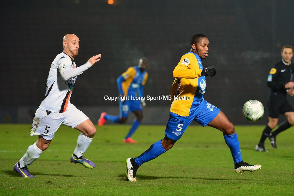Bagaliy DABO / Ludovic GUERRIERO - 23.01.2015 - Creteil / Laval - 21eme journee de Ligue 2<br /> Photo : Dave Winter / Icon Sport