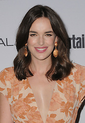 Elizabeth Henstridge bei der 2016 Entertainment Weekly Pre Emmy Party in Los Angeles / 160916<br /> <br /> ***2016 Entertainment Weekly Pre-Emmy Party in Los Angeles, California on September 16, 2016***