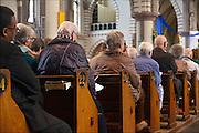 Nederland,  Millingen aan de Rijn, 4-10-2015Kerkgangers tijdens een mis in de kerk van Millingen.FOTO: FLIP FRANSSEN/ HH