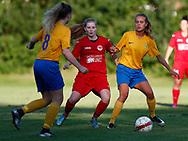 FODBOLD: Caroline Kejlstrup og Sabrina Jonassen (Ølstykke FC) under træningskampen mellem Ølstykke FC og BSF den 10. august 2017 på Ølstykke Idrætsanlæg. Foto: Claus Birch
