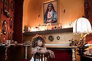 Aversa, Italia - Glenda Cantone, artista, ritratta nel suo studio ad Aversa.<br /> Ph. Roberto Salomone