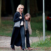 Begrafenis oma Leontine Ruiters, Leontin en dochter zus Laura