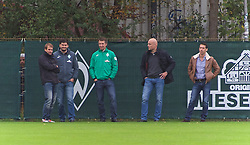 26.10.2014, Weserstadion, Bremen, GER, 1. FBL, Werder Bremen, Training, im Bild von links, Tim Barten (Teammanager SV Werder Bremen), Michael Rudolph (Leiter Club Media / Stellvertretender Pressesprecher SV Werder Bremen), Frank Baumann (Direktor Profifußball und Scouting SV Werder Bremen), Rouven Schroeder / Schröder (Sportdirektor SV Werder Bremen) und Thomas Eichin (Geschaeftsfuehrer Sport SV Werder Bremen) am Spielfeldrand // during a Training of German Bundesliga Club SV Werder Bremen at the Weserstadion in Bremen, Germany on 2014/10/26. EXPA Pictures © 2014, PhotoCredit: EXPA/ Andreas Gumz<br /> <br /> *****ATTENTION - OUT of GER*****