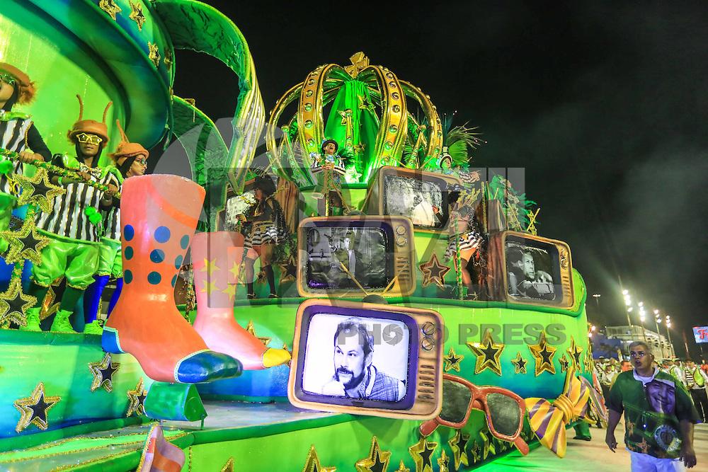 RIO DE JANEIRO,RJ 06.02.2016 - CARNAVAL-RJ - Integrantes da escola de samba Império da Tijuca durante primeiro dia de desfiles do grupo de acesso série A do Carnaval do Rio de Janeiro no Sambódromo Marquês de Sapucaí na região central da capital fluminense na madrugada deste sábado, 06. (Foto: William Volcov/Brazil Photo Press)