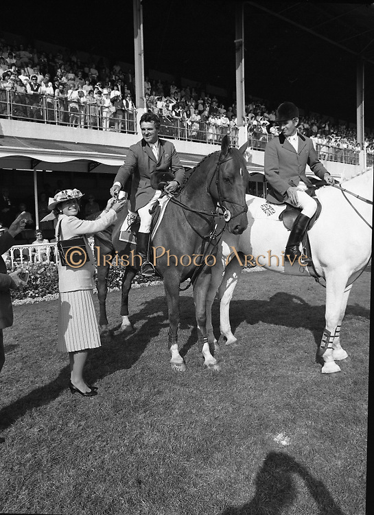 The Dublin Horse Show.1982.07.08.1982.08.07.1982.7th August 1982...The Dublin Horse Show..R.D.S., Ballsbridge, Dublin.The winners of the Aga Khan team trophy were Great Britain. The shows' leading rider was Mr Harvey Smith, Great Britain. .Image shows Mr Harvey Smith accepting his team award from Mrs Hely Hutchinson.