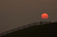 Zonsondergang Waddenzeedijk