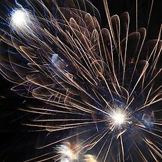 Auckland-Fireworks light up west Auckland skies